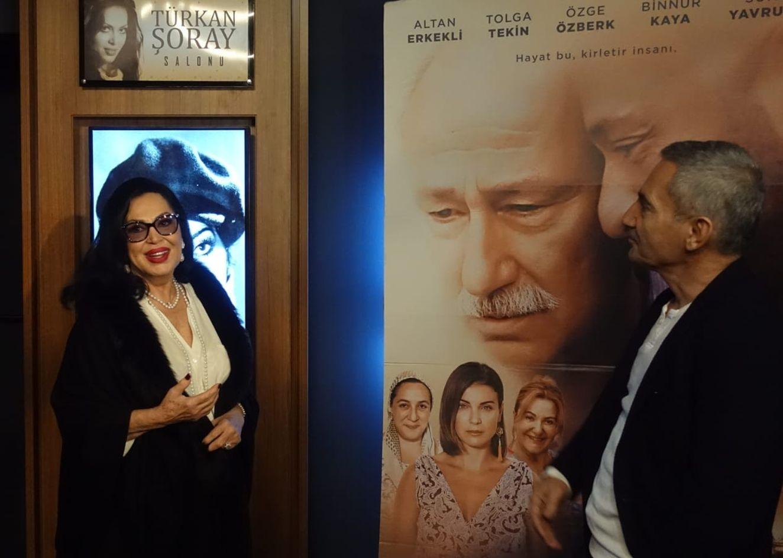 Şükrü Avşar, yeni açtığı sinema salonlarından birine Türkan Şoray'ın adını verdi.