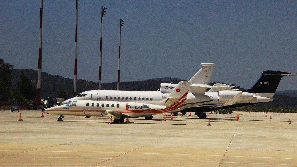 Burası Bodrum! Milyon dolarlık özel jetlerin biri iniyor, biri kalkıyor