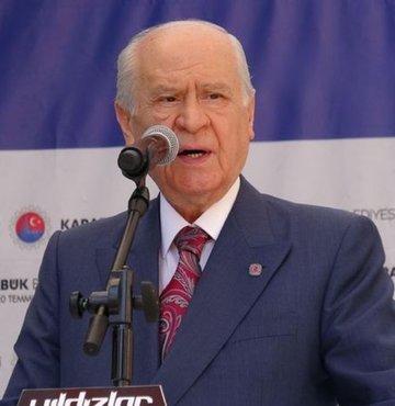 """MHP lideri Bahçeli, """"Yeni hükümet sistemi Türk milletinin başarısıdır. Hiçbir dış yönlendirme baskı yaşanmadan cumhurun bizzat iradesiyle oldu. Cumhurbaşkanlığı hükümet sisteminden geri dönüş yoktur"""" diye konuştu"""