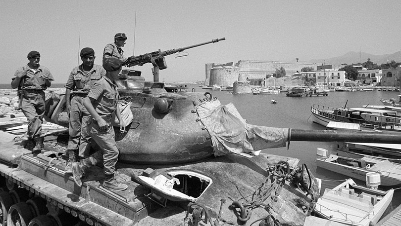 Kıbrıs Harekâtı: 45 yıl önce bugün Atina'da neler yaşandı?