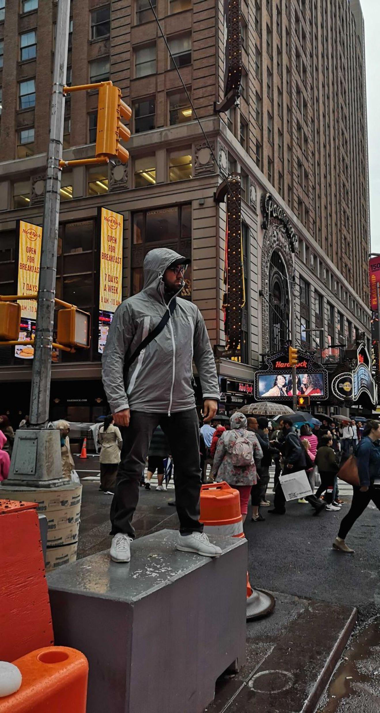 Doğu Demirkol, New York'taki gösterisinden önce Manhattan'ı keşfetti.