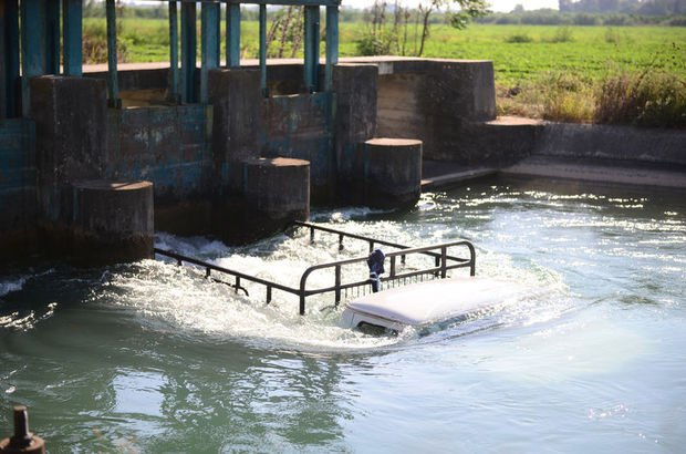 Sulama kanalına düşen 5 kişiyi kurtardı ancak...
