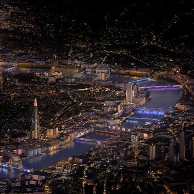 Thames köprüleri sanat eserine dönüşüyor
