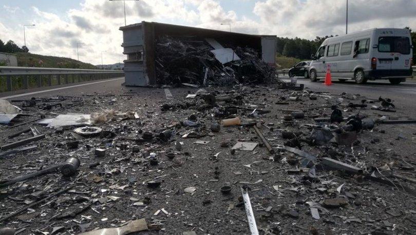 Son dakika! Kuzey Marmara Otoyolu'nda kamyon devrildi