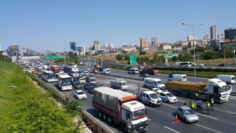 Son dakika: Bağcılar TEM Otoyolu'ndaki zincirleme kaza trafiği kilitledi
