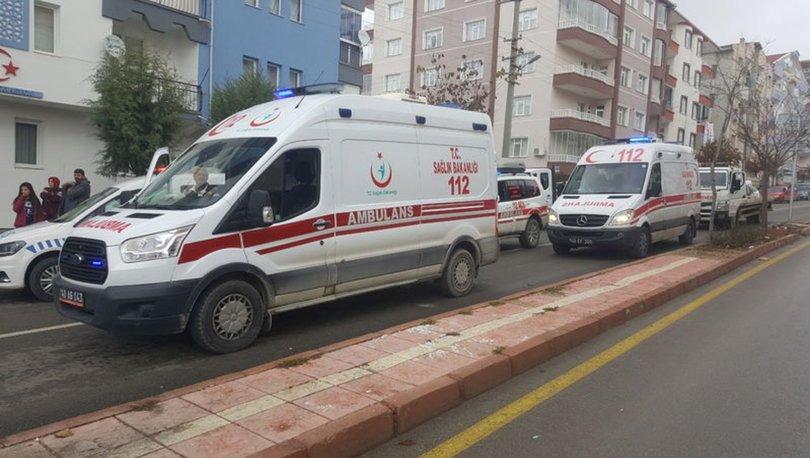 Kırşehir'de iki otomobil çarpıştı: 8 yaralı
