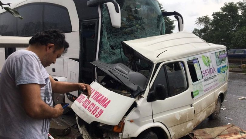 Son dakika! Yolcu otobüsü minibüsle çarpıştı: 3 ölü, 11 yaralı - Haberler