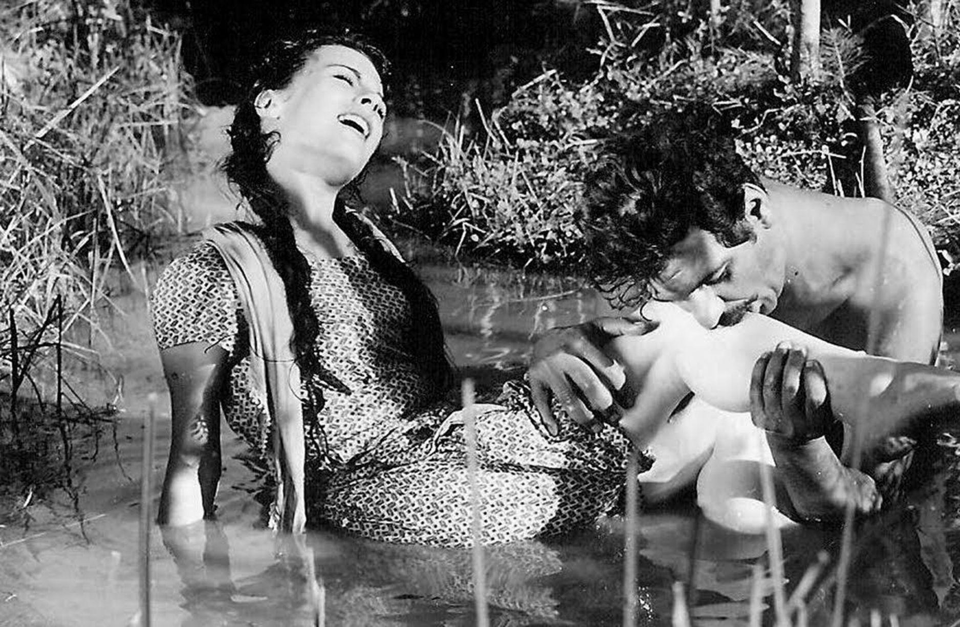 Metin Erksan'ın yönetteği 1963 yapımı 'Susuz Yaz', Berlin Film Festivali'nde 'En İyi Film' dalında Altın Ayı ödülü kazandı. Bu ödül, Türk sinemasının uluslararası bir organizasyonda kazandığı ilk ödülü oldu.