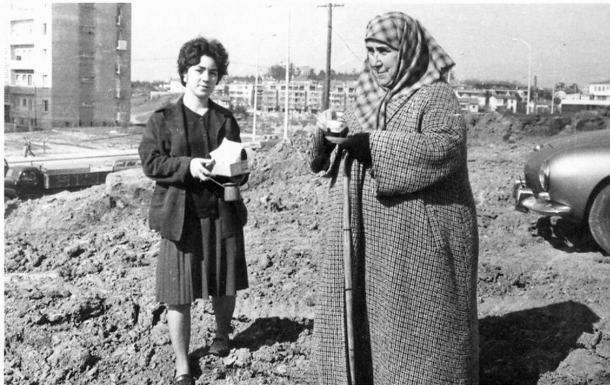 Melek Nimet Özden, Esentepe'de yaptırdığı caminin temel atma töreninde...