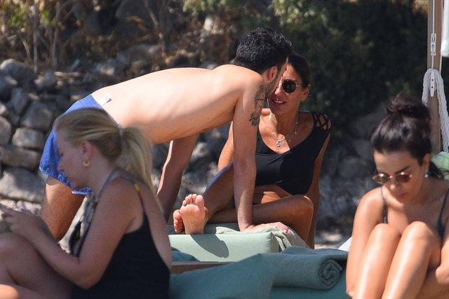 Hande Yener'in oğlu Çağın Kulaçoğlu sevgilisiyle tatilde - Magazin haberleri