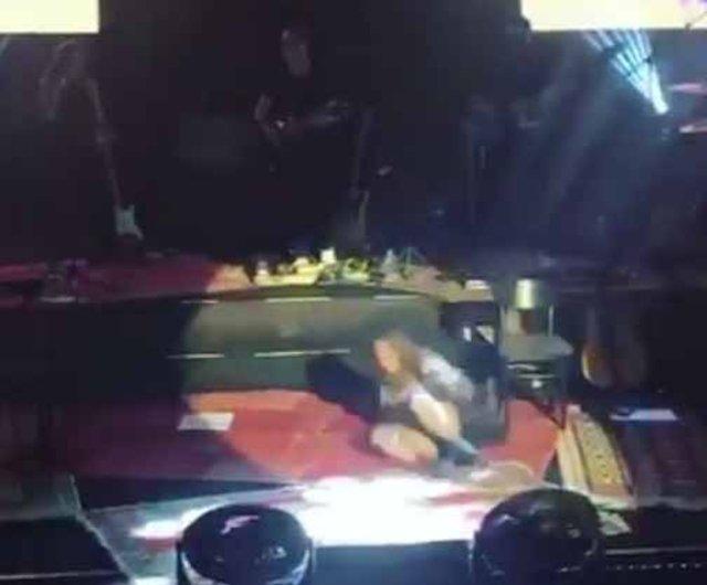 Sertab Erener sahnede düştü - Instagram magazin haberleri