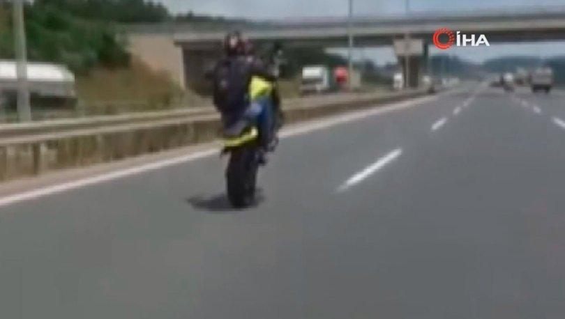 Motosikletli maganda jandarma trafik timlerinin yanından böyle geçti - Haberler