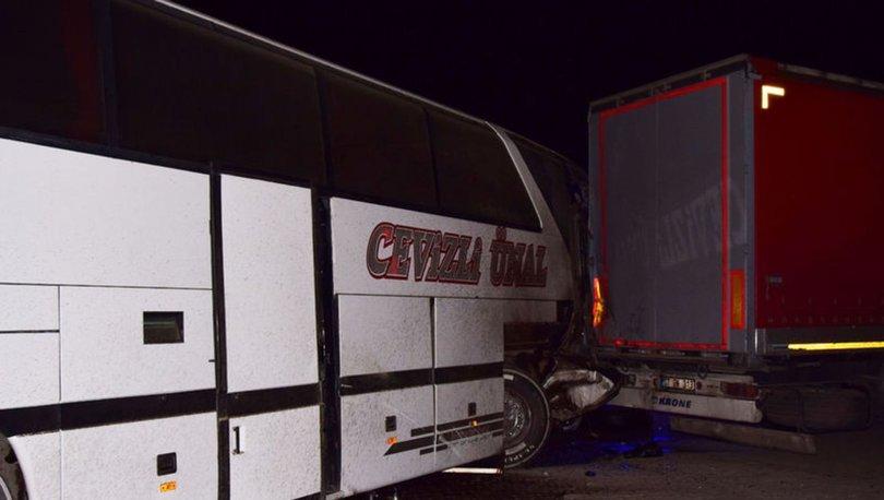 SON DAKİKA! KORKUNÇ! Yolcu otobüsü TIR'a çarptı: Yaralılar var