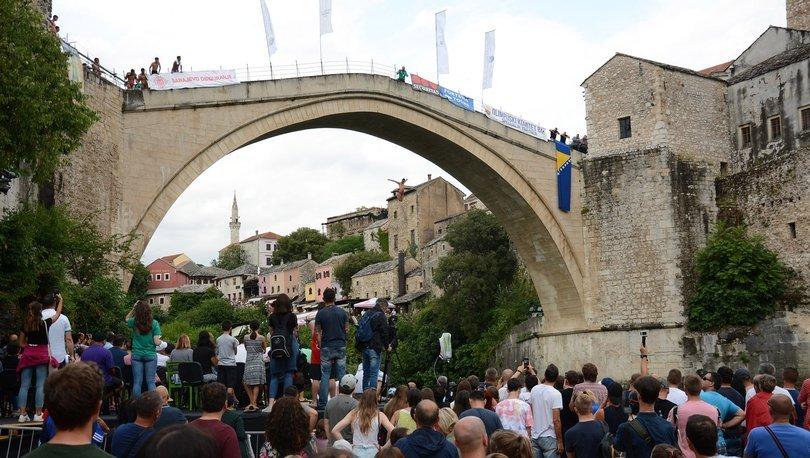 Mostar Köprüsü'nde geleneksel atlama yarışları yapıldı
