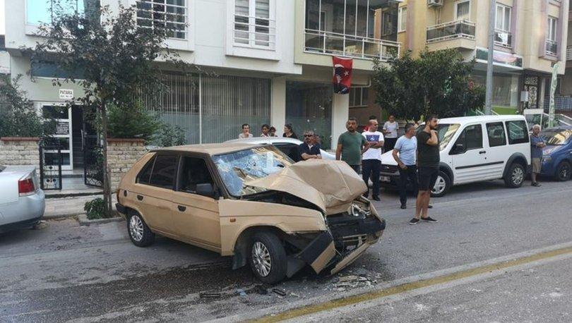 Denizli'de belediye otobüsü ile otomobil çarpıştı! 2 yaralı