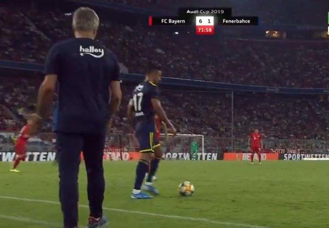 SON DAKİKA! Fenerbahçe - Bayern Münih maçında kriz! Dirar, sahayı terk etmek istedi! Ersun Yanal ve Nabil Dirar...