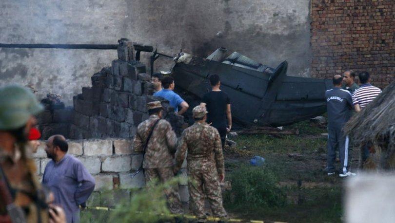 Son dakika... Pakistan'da askeri uçak düştü: 17 ölü