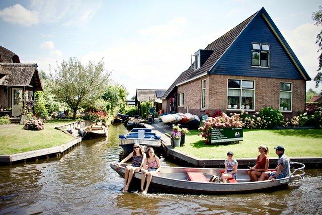 Hollanda'nın Venedik'i Giethoorn köyü