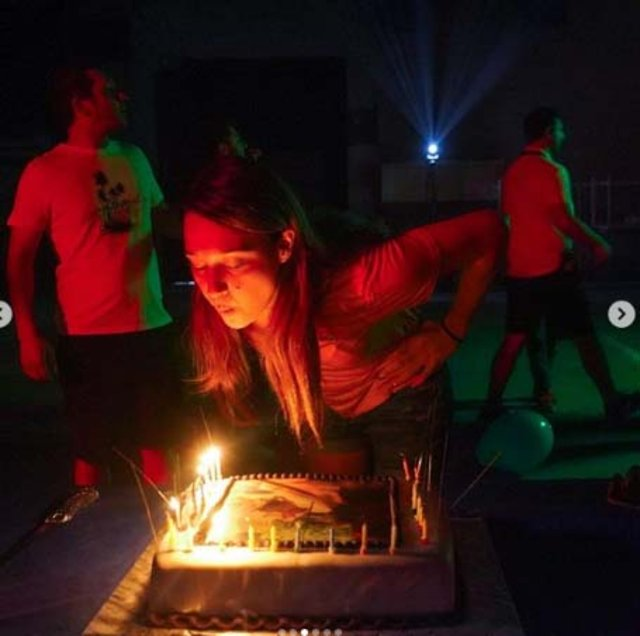 Gupse Özay'a sette doğum günü sürprizi - Magazin haberleri Instagram