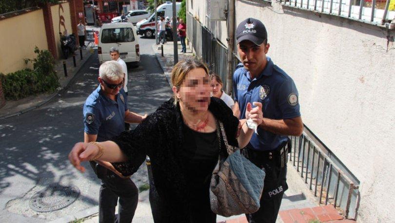 Gazetecilere saldırdı