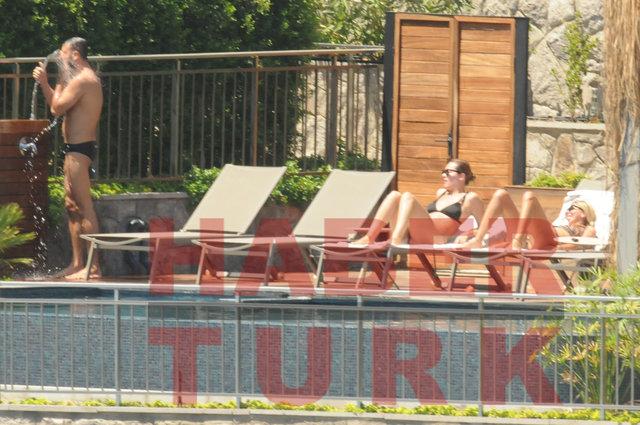 İrem Sak'ın erkek arkadaşı mayosunu indirdi - Magazin haberleri