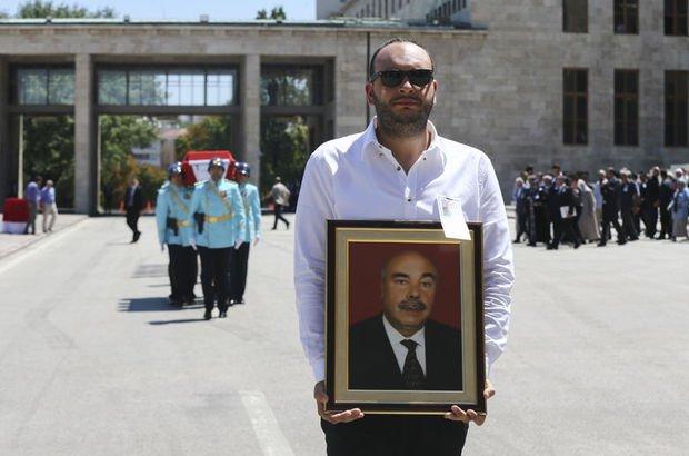 Eski AK Partili Mehmet Özlek için Meclis'te tören