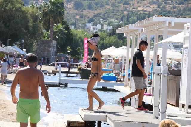 Tuba Büyüküstün çocuklarıyla Bodrum'da! Büyüksütün plaja indi - Magazin haberleri