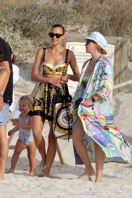 Irina Shayk kızıyla tatilde - Magazin haberleri