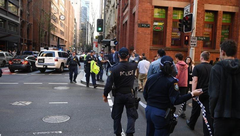 Avustralya'da bıçaklı saldırı: Çevredekilerin müdahalesiyle saldırgan yakalandı