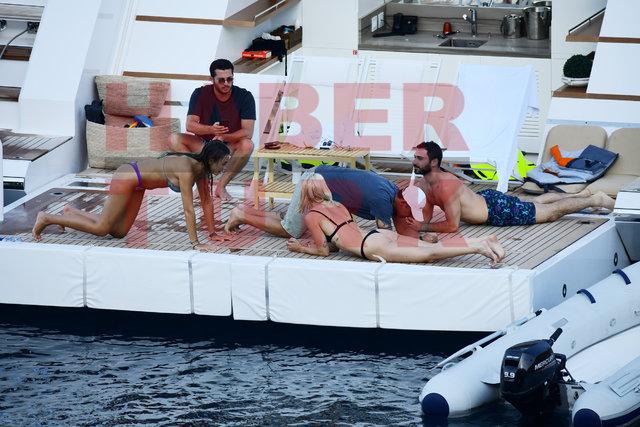 Mustafa Sandal, kadın arkadaşlarına teknede spor yaptırdı - Magazin haberleri
