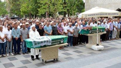 Aynı camide cenaze namazları kılındı