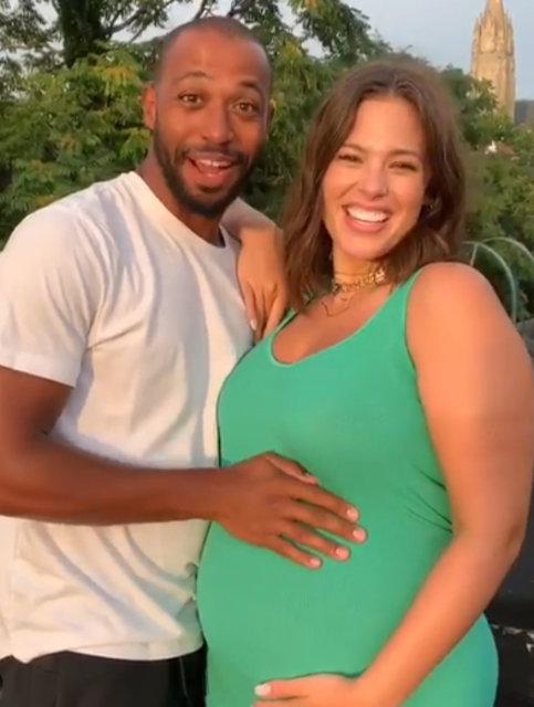 Ashley Graham hamile olduğunu duyurdu - Magazin haberleri