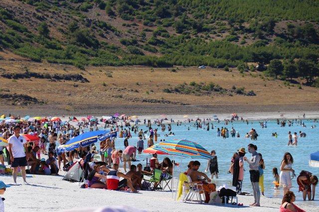 Son dakika haberi! Salda Gölü'ne Kurban Bayramı'nda 40 bin kişi, 8 ayda 600 bin kişi gitti