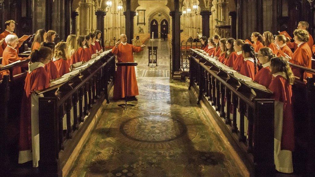 Ülke dinden uzaklaştı, kilise emlak satışına başladı