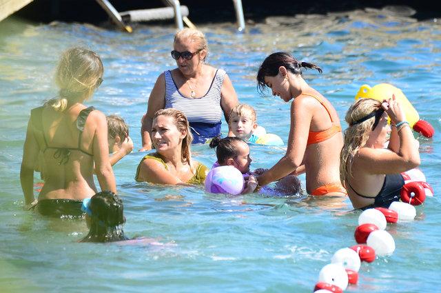 Volkan Demirel'in eşi Zeynep Sever Demirel kızlarıyla tatilde - Magazin haberleri