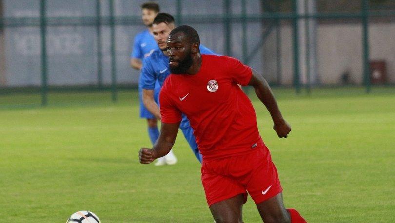 Antalyaspor'da Doukara ile yollar ayrıldı