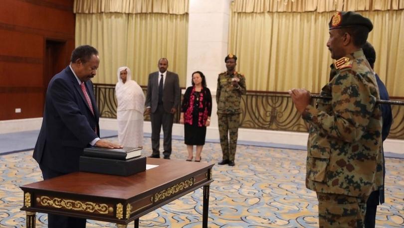 Sudan'da geçiş dönemi başbakanı Hamadok yemin ederek göreve başladı