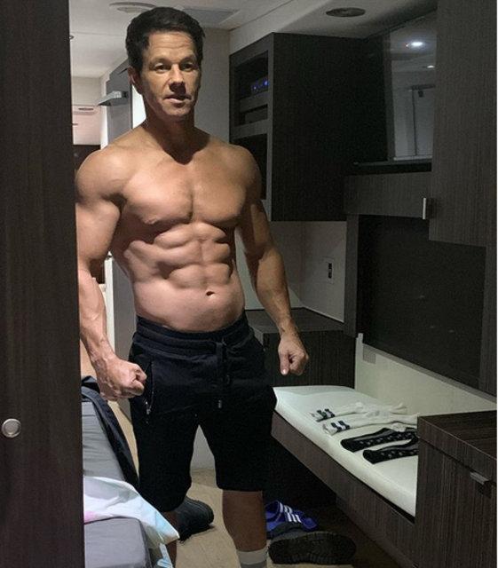 Mark Wahlberg'in kasları sosyal medyayı salladı