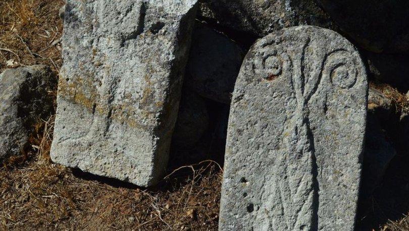 koç başlı mezar taşı