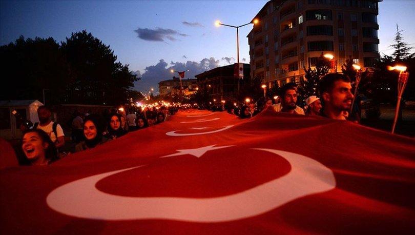 1071 metrekare Türk bayrağıyla