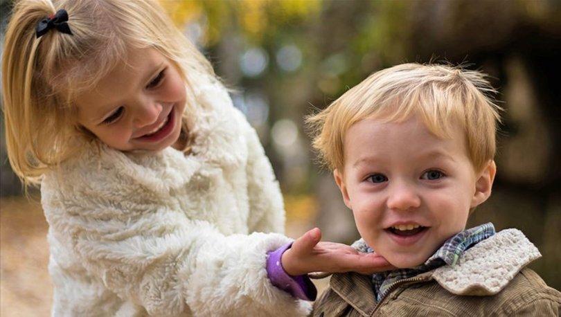 Ablalar küçük kardeşlerin dil becerisini geliştiriyor