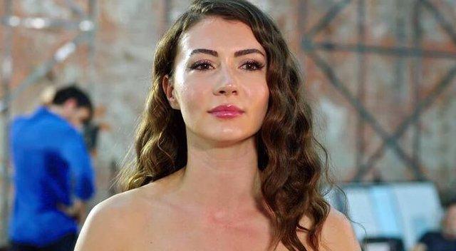 Afili Aşk dizisinin Ayşe'si Burcu Özberk kimdir?
