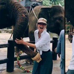 Anne-kız filleri besledi...