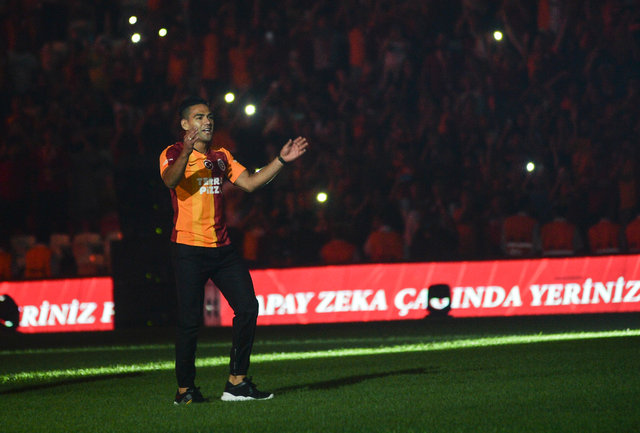 Son dakika transfer haberi! Galatasaray'da görkemli imza töreni! Falcao'nun maaşıyla ilgili sürpriz açıklama - SPOR HABERİ