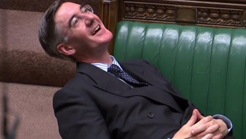 Brexit - İngiltere parlamentosunda koltuklara yayılarak oturan Muhafazakar Parti'nin Avam Kamarası liderine 'saygısızlık' eleştirisi: 'Dik otur!'
