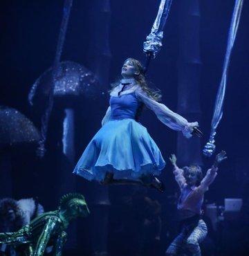 Alice'in rüyası tekrar başladı