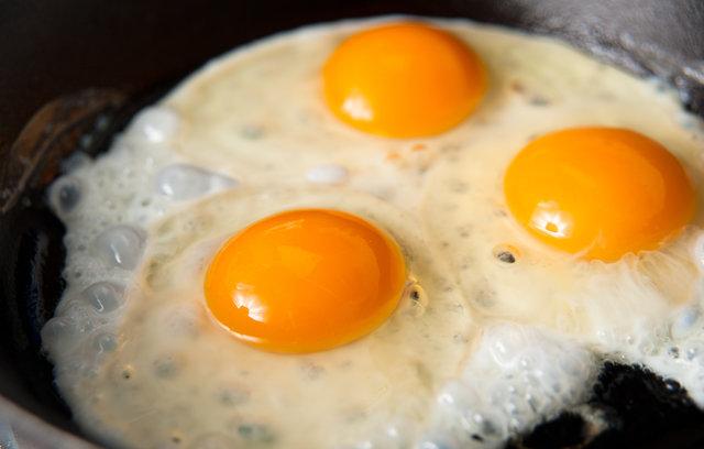 Yumurta buzdolabına konulurken yıkanmalı mı?
