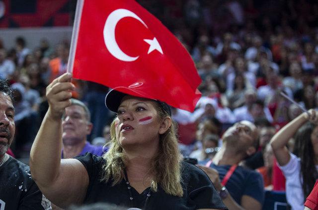 Türkiye - Sırbistan maçında ekrana yansımayanlar