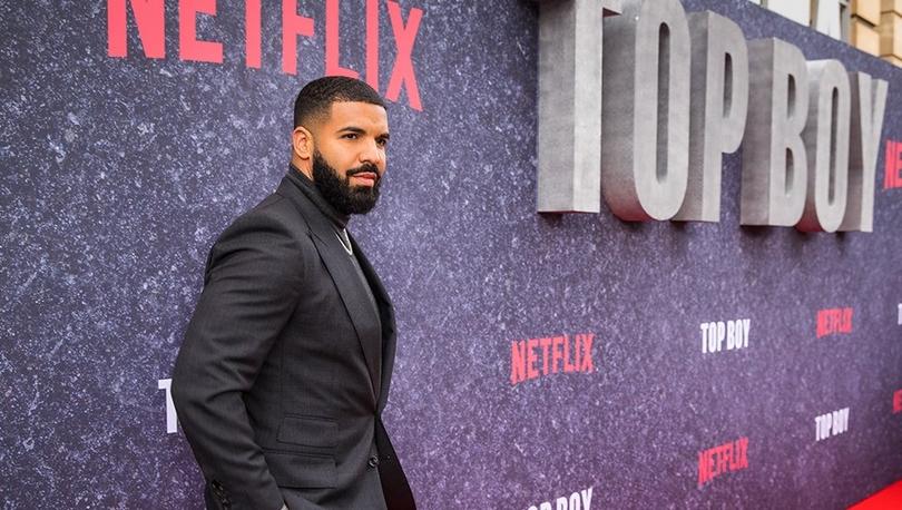 Drake, sevdiği dizi yayından kalkınca yapımcılığını üstlendi, diziyi Netlix'e getirdi