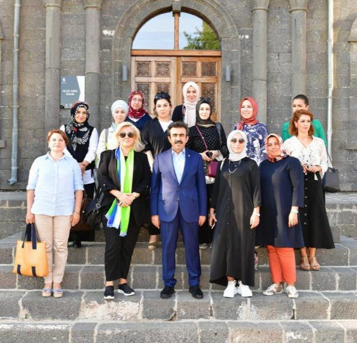 Diyarbakır'ın tarihi valilik binasında, Vali ve Belediye Başkan Vekili Hasan Basri Güzeloğlu ile